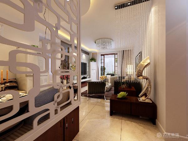 划分餐厅与客厅的功能区域,所以在设计中把水晶珠帘介于它们之间,既起到装饰美观的效果,又能保证一定的私密性