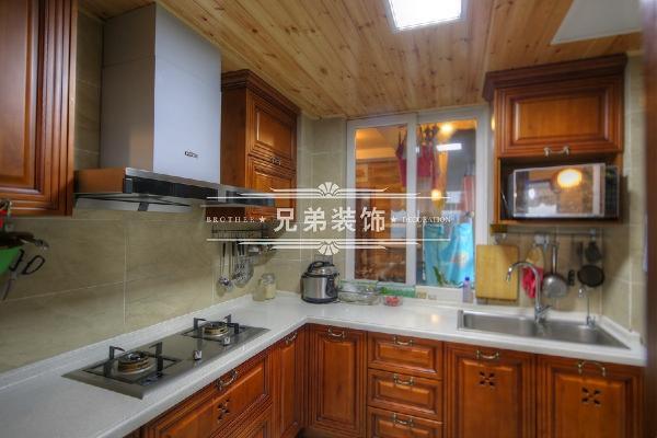 厨房采用美式实木家具
