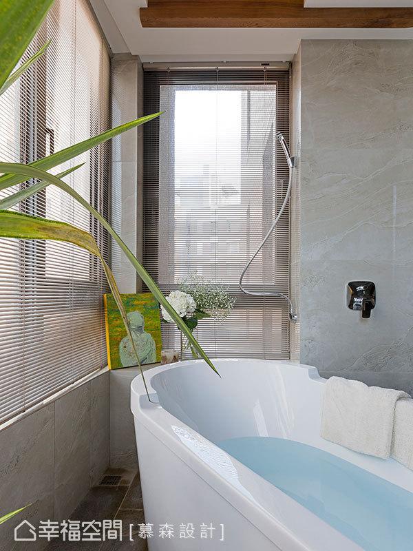 结合大面的开窗设计,及家饰摆设和植栽的点缀,围塑出自然放松的度假氛围。