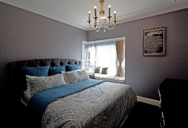 卧室主要以温馨为主,符合每个居住业主的要求即可。