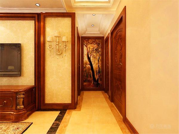 在走廊的尽头贴的是一幅巨型的欧式挂画.客厅整体空间