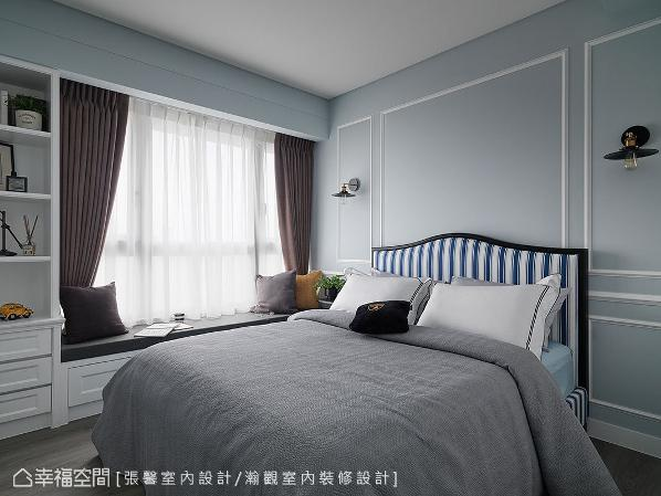 男孩房以浅蓝色调铺陈,并规划卧榻与壁面的古典线版设计,展现哥哥浪漫又不失阳刚的个性。