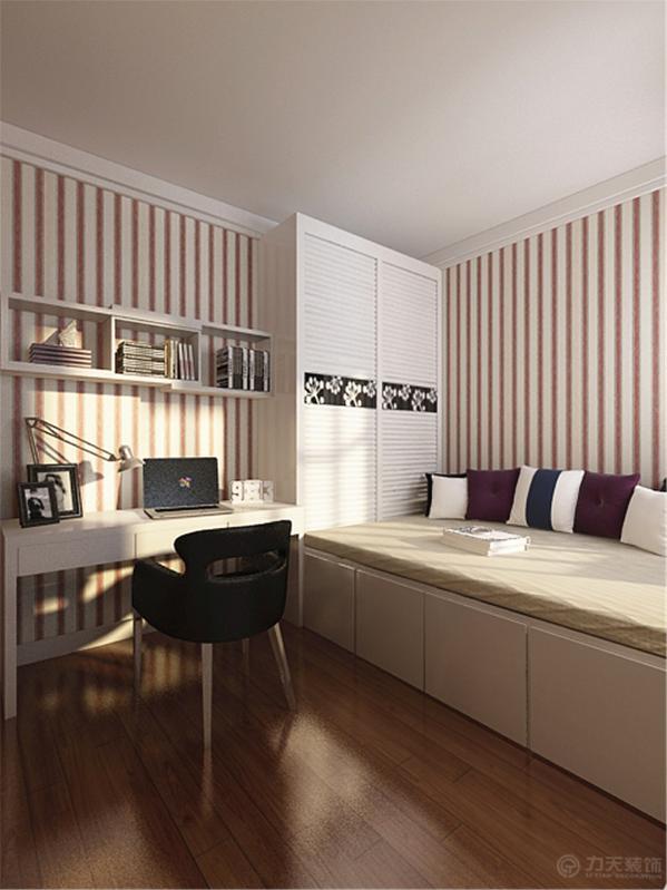 卧室空间宽敞,所以放了一个大床,两个床头柜,衣柜,墙面用角线分割。