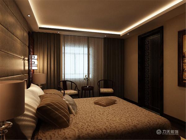 卧室整体的颜色设为暖色调,进入给人一种很温暖的感觉,灯光也比较柔和再配上装有帷幔的窗帘,更凸显出家的温馨。灯具也采用了非常有中国特色的带有雕刻初来的装饰的灯,散发着优雅、庄重气质。