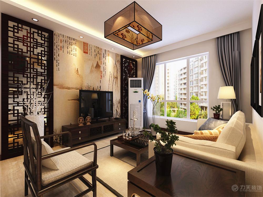搭配典型的山水画壁纸的造型,沙发背景墙则挂了三幅中式风格的挂画图片