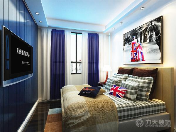 卧室的地板采用了复合地板,方便打理,电视背景墙用了蓝色的木板做了拼接,和客厅的风格达到了完美的统一,白色的家具与墙面形成良好的对比,给人清新、干净的感觉。
