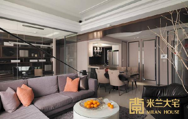 远处原非开放式规格的厨房,演拓空间室内设计藉由吧台与活动式餐桌安排,屋主可依待客需求自由调配座位数量。