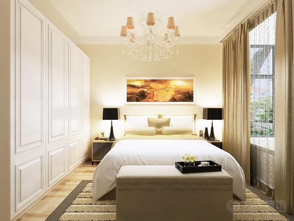 卧室铺的浅色的木地板,前面是淡黄色的乳胶漆窗帘也选用的深色的窗帘边上配上了白色的衣柜,
