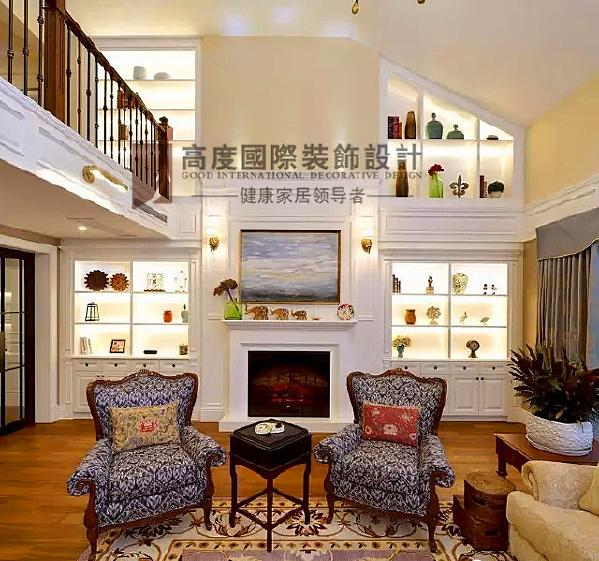▲ 整墙展示柜,专为爱好收藏艺术品的主人设计