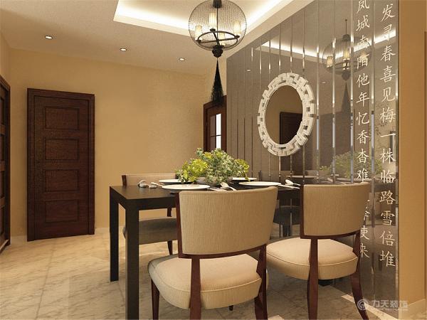 餐厅墙也采用了竖条的镜面效果,镜面效果增大了空间,使整个空间增亮。