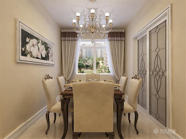 餐厅则选择了6人的较大的餐桌椅。可以容纳较多的亲戚朋友聚会的场所。主卧是男女主人的私人生活的空间,它满足了男女双方情感和心理的共同的需求。