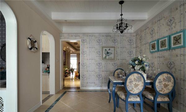 白墙的不经意涂抹修整的结果也形成一种特殊的不规则表面。