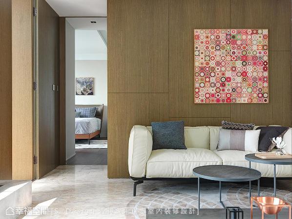 收起缤纷亮色元素,森境&王俊宏设计转以大地色系与木质语汇,构筑沉稳恬静的交心时光。