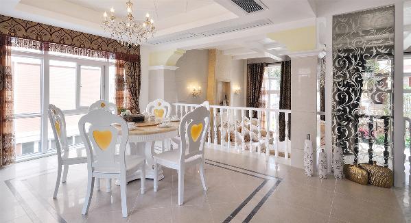 欧式风格有豪华的灯饰,有复杂的吊顶,有典雅的家具,有地毯等等,这些都是构成欧式风格的基本元素