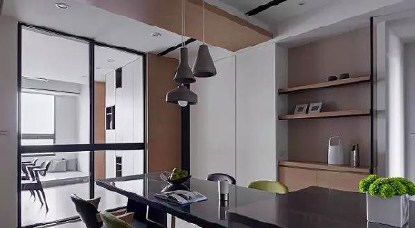 ▲ 仿水泥质感的吊灯点缀,就如同客厅的电视背景,更显自然气质