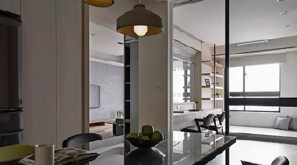 ▲ 书房采用玻璃移门隔断,把自然光线引入到餐厅空间
