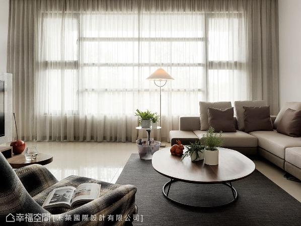 以轻浅柔和的色调,搭配现代简约款式的家具、软件,围塑温暖舒适的空间氛围。