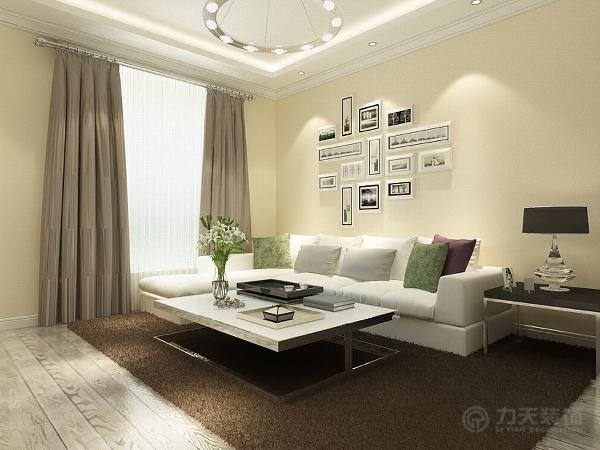 地板用了白色手抓纹的地板,电视背景墙上面是石膏线拉缝,左面做了特殊的造型,沙发座面还放了白色的展示柜