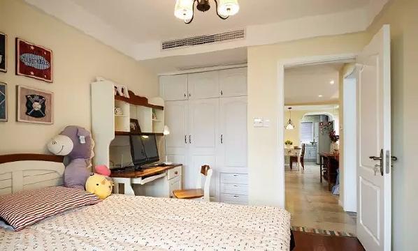 儿童房配色和家具选择都遵循简单的原则,给孩子一个清爽的成长环境。