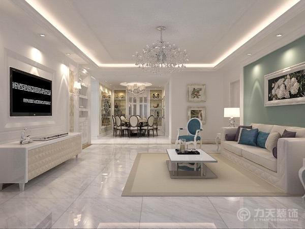 沙发背景墙为深沉的灰蓝色,与浅色的沙发形成鲜明对比,提亮配色,清爽时尚。电视背景墙是白色石膏回字形造型,两侧加以亮光壁纸丰富,右侧为内嵌储物柜,满足了储物功能。