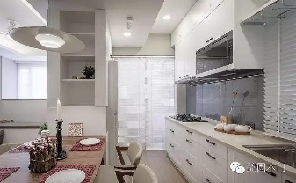 厨房展现美式风格优雅,抚平厨具锐利线条,搭配樱桃木餐桌,享受用餐与烹调的放松自在感。