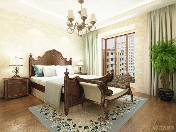 客厅选择六人餐桌和水晶吊灯,简单大方又不失奢华,卧室做的稍微温馨一些浅色大马士革壁纸搭配新古典家具使复古和潮流完美融合。