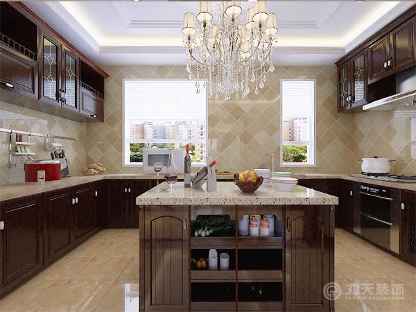 由于业主平时很少做饭,整个空间没有餐厅区域,因此,厨房区域为整体木色橱柜,专门在中间设置了一个倒台,方便业主吃饭。