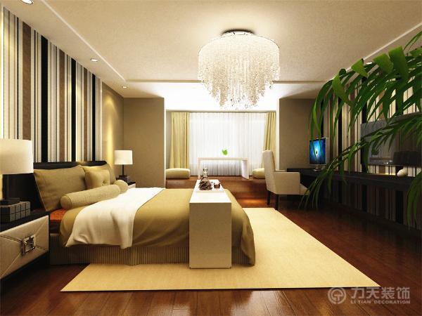 绿色的植物增添了一丝动感。将卧室的窗台改为榻榻米,几个舒适柔软的垫子,使得卧室更加精致温馨。