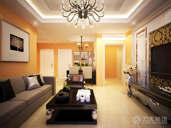 客厅部分的空间做了回字形吊顶设计,并且放置的有灯带