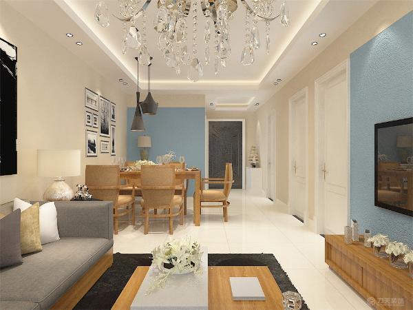 客厅、餐厅、玄关选择的是800*800的微晶石地砖平铺。卫生间选择的是400*400的防滑地砖。