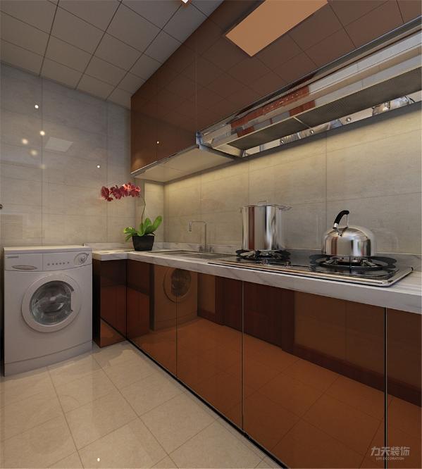 厨房空间现代感十足,顶面使用集成吊顶加吸顶灯,橱柜使用玫瑰金漆面,灶具使用不锈钢拉丝面,整体简单大气,具有丰富的现代感。