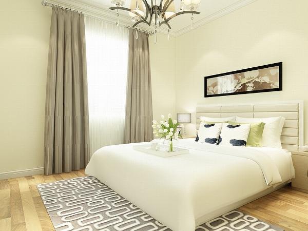 主卧室顶面只圈了一圈角线,墙面是浅黄色的乳胶漆,地面铺的是实木地板。次卧室也是顶面只圈了一圈角线,墙面是浅黄色的乳胶漆,地面铺的是实木地板。
