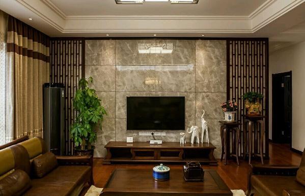 165四室两厅一厨两卫,中式风格。 本案以中国元素为基准,强调舒适自然,木地板与中式家具的完美搭配,凸显其复古的色调。整体色彩典雅温和,满足业主想要营造的舒适温馨的家庭氛围。