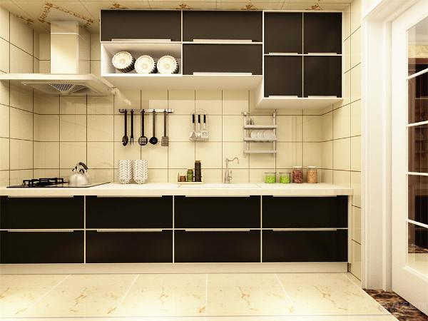 厨房的设计,因为厨房是一字型的厨房,所以洗菜区以及灶台都处在一个平台上,天花采用集成吊顶作为顶,地面则采用米黄色的地砖铺设烤漆的橱柜黑白相间,墙砖采用白色的砖进行铺贴。