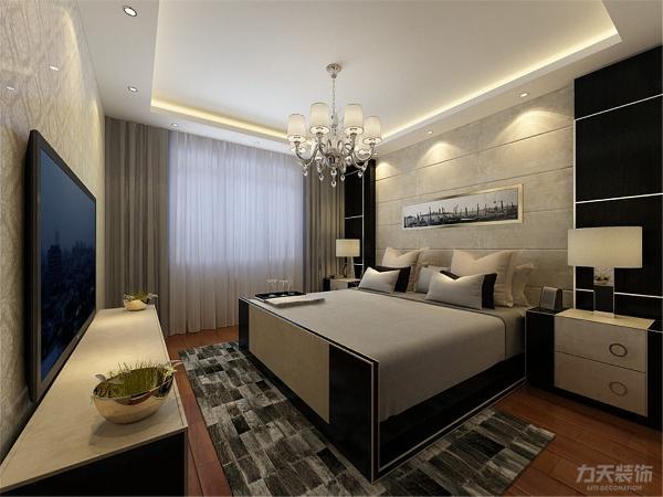 次卧的下面是主卧,包含了主卫和衣帽间,充分显示出专属性,地面采用强化复合地板,美观大方。