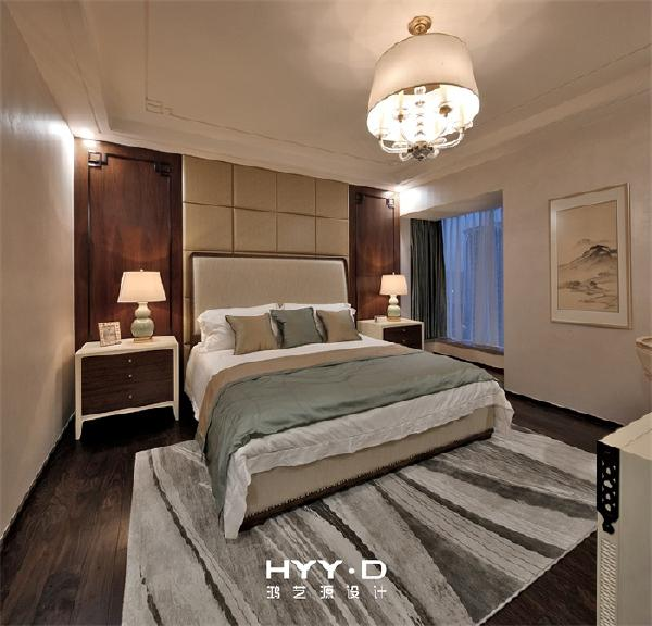 主卧 对称之美,秩序且庄重,辅之以暖白光源,让卧房温馨典雅,宁静祥和。