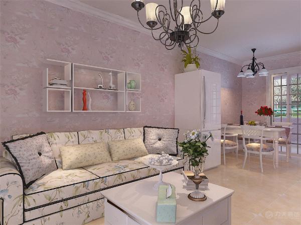 电视柜选择的是比较简单,规格相对小一点的柜子。沙发位三人沙发。