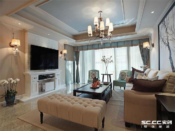 客厅电视背景墙为简易美式壁炉设计,美式风格中又不失简约时尚。
