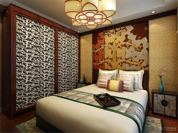 卧室区域,地板选择了强化复合地板,突出整个空间的复古。整个空间多选用的木质材料,包括床头柜、电视柜。顶面是回字形吊顶。