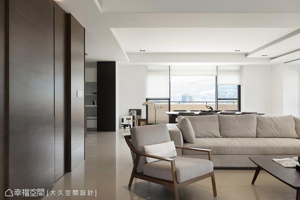 从浅到深的色系表现在墙面、家具与柜体处,大久空间设计精算每一分色度的配比,营造舒适迷人的生活温度。