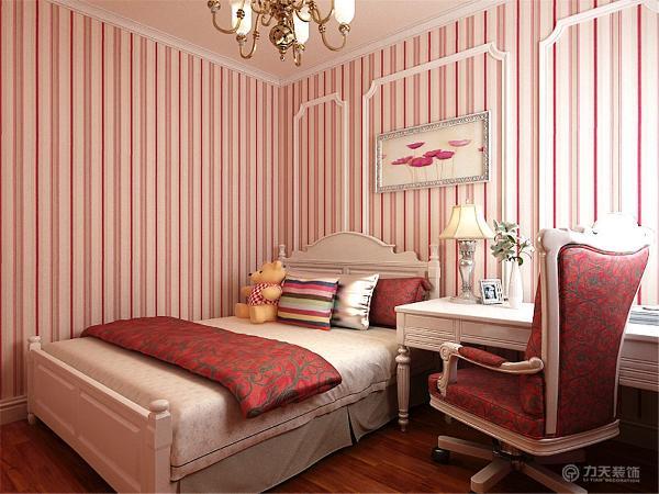 另外在被用作客房的次卧设计了大量的储物空间,榻榻米兼具床与储物的功能。