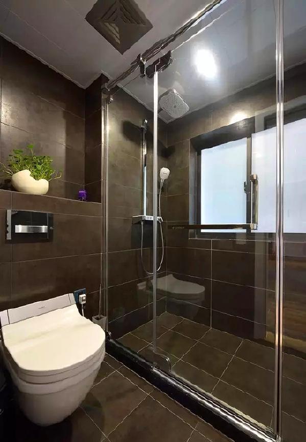 ▲ 黑色卫生间,壁挂坐便器