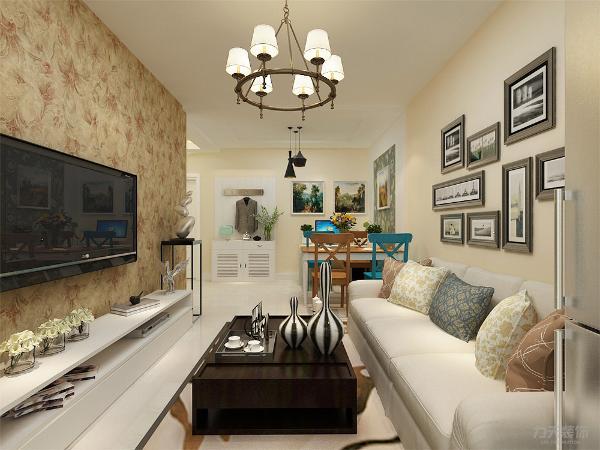 客厅没有做电视背景墙,只用壁纸做装饰,这样合理利用了空间,增加实用性。沙发背景墙,用挂画和墙纸组合做装饰,使空间更明亮,色调统一,给人一种温馨视觉感受。