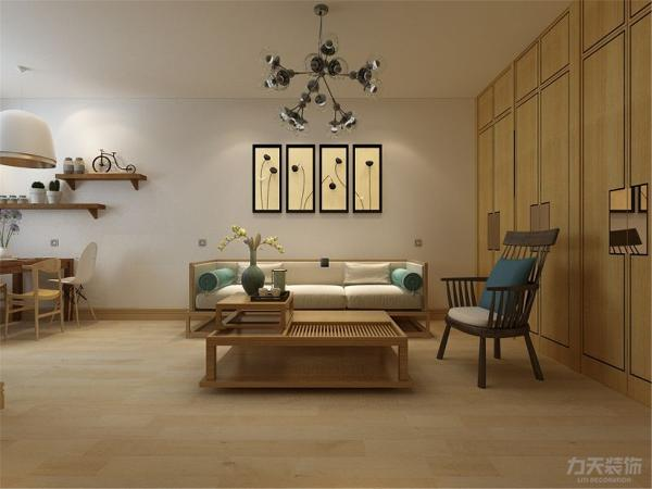 木色橱柜的选用让厨房空间也显得更加高档, 木板的铺贴方式我们错开了本来的缝隙,显得更加活泼