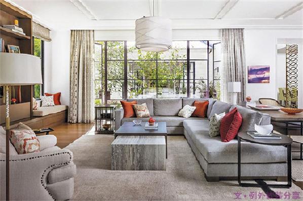 2、大面积的地毯。即使你精心挑选了漂亮的地板,搭配上地毯会更有层次感。只要你的地毯足够大,就能形成一个完美的区域。