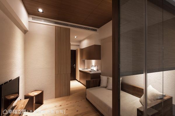 用日式禅风的深邃意境,结合形、声、闻、味、触,五感的生活体验,展现明晰有力的设计架构。