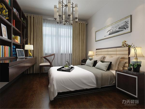 次卧没有放床,而是放了榻榻米,书桌等,适度的装饰是家居不缺乏时代气息。