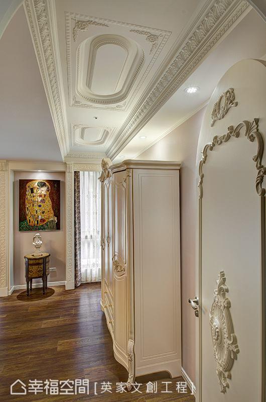 陈湘玲设计师为了美化大梁结构,特别拉高天花尺度并利用长形圆弧状勾勒造型,让门片、柜体上的线条巧妙互搭。