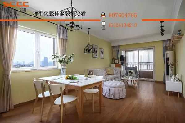 ▲餐客厅在同一空间,两扇窗子带来充足的采光,为暖黄色的墙壁镀上一层金色。