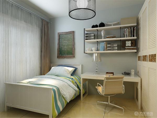 主卧室也采用800*800的地砖。卧室放双人床,衣柜采用百叶式,